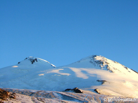 Elbrus, West and East summits (� P. Gatta)