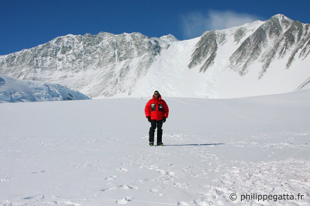 Mont Vinson from the base camp (� P. Gatta)