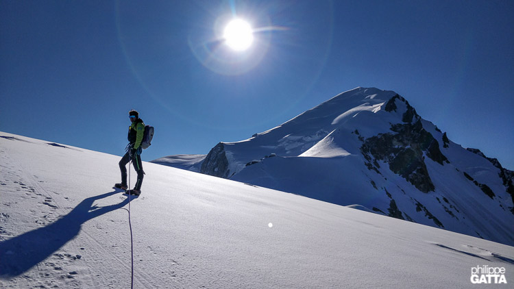 On the way to Dome du Gouter, mont Blanc behind (© P. Gatta)