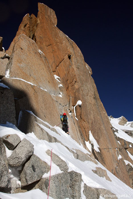 Anna in the crux of Cosmiques ridge (© P. Gatta)