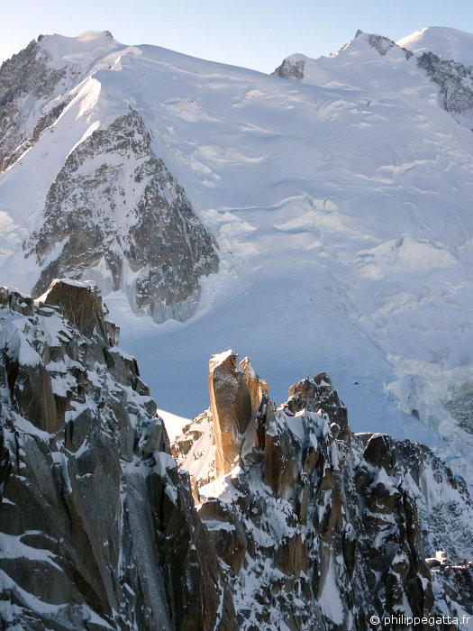 Cosmiques ridge in the foreground, Mont Blanc du Tacul behind (© A. Gatta)