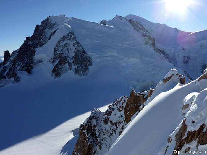 Cosmiques ridge in the foreground, Mont Blanc du Tacul behind (� P. Gatta)