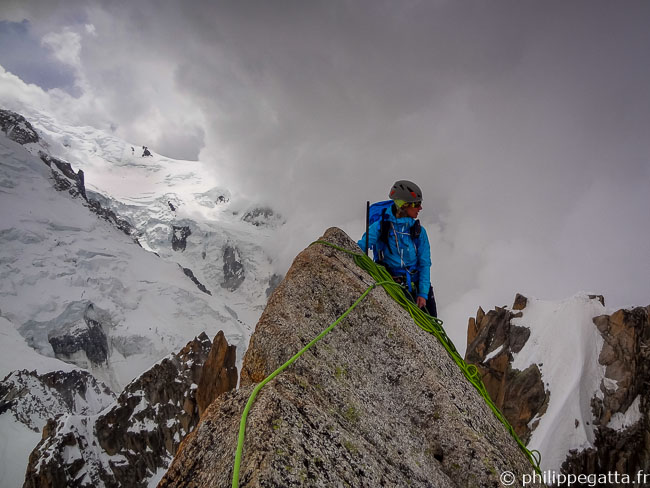 Anna on the top of South East Pilastre of Aiguille du Midi (© P. Gatta)
