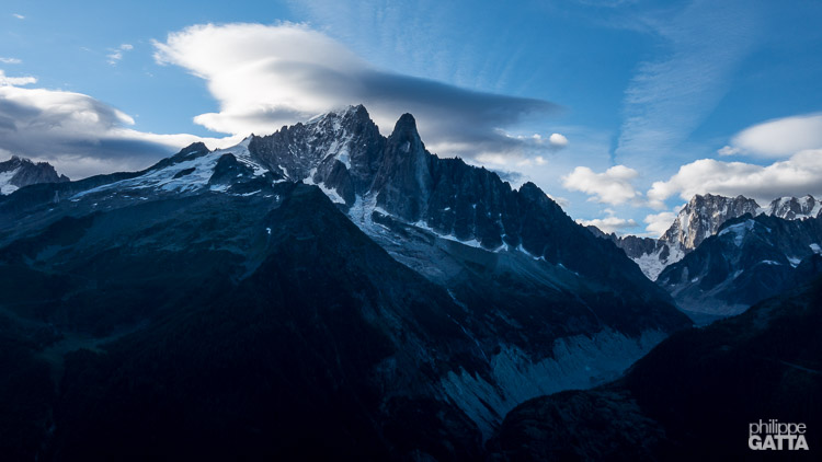 Morning lights on Aiguille Verte and Dru (© P. Gatta)