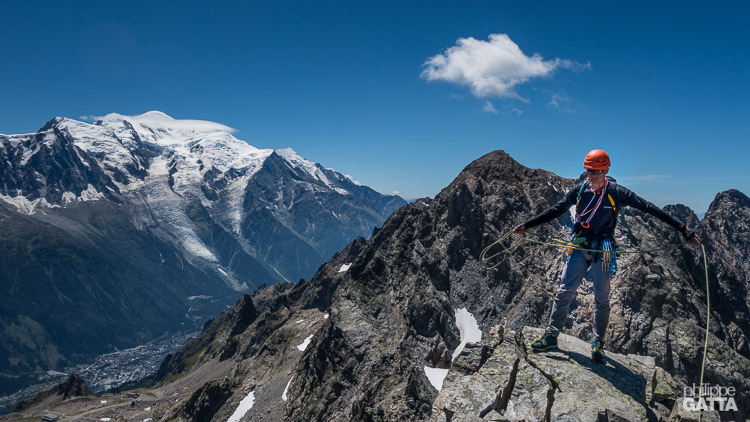 Aiguilles Crochues South summit, Mont Blanc in the background (© A. Gatta)