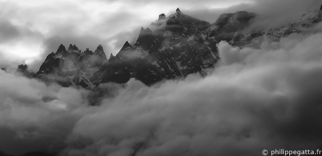 Aiguilles de Chamonix in the clouds (© P. Gatta)