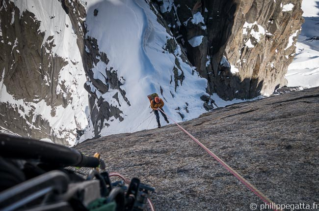 Last abseil to the col du Caiman (© P. Gatta)