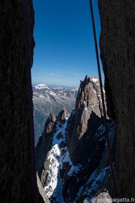 A chimney on the way down from Aiguille du Fou (© P. Gatta)