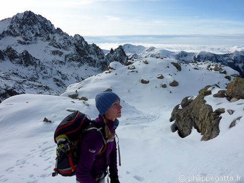 Anna on the way to the West Couloir of Gelas (© Philippe Gatta)