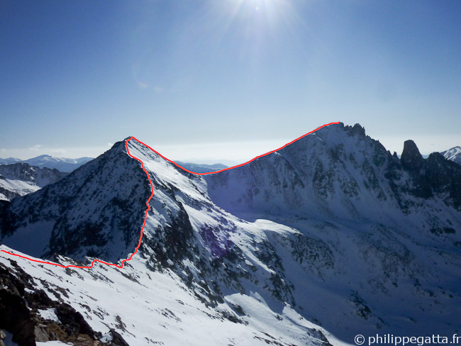 Arete from Fremamorte to Cime Pagari de Salese and Rogué (red) (© Philippe Gatta)