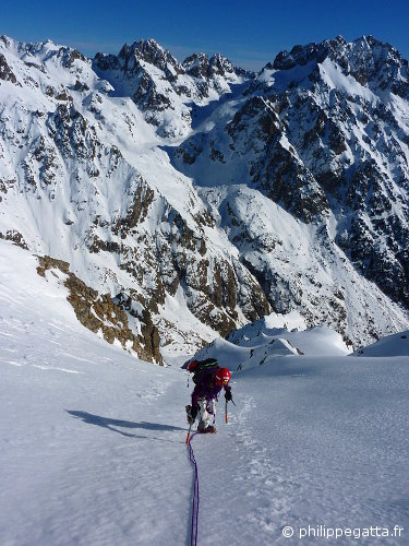 Anna in the upper slopes of the East Face of Mont Neiglier. Tete du Basto and Grand Capelet behind (© P. Gatta)