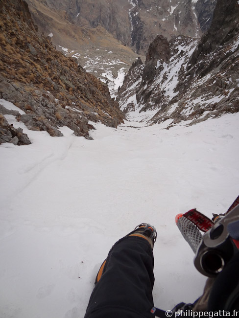 Climbing the Article Nòu Couloir (© Philippe Gatta)