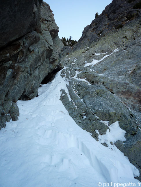 First mix section in the Couloir Nathalie, Mont Pelago (© Philippe Gatta)