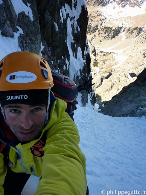 Upper section of the Couloir, 4th mixed climb just below (© Philippe Gatta)