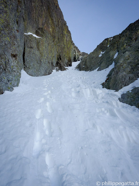 East Couloir used for the descent (© Philippe Gatta)