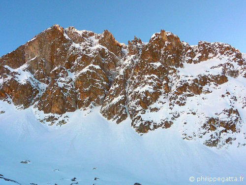 West Face of Tavels: the gully on the left and