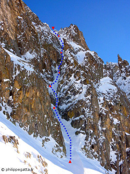 Tavels West face, the left Gully (© Philippe Gatta)