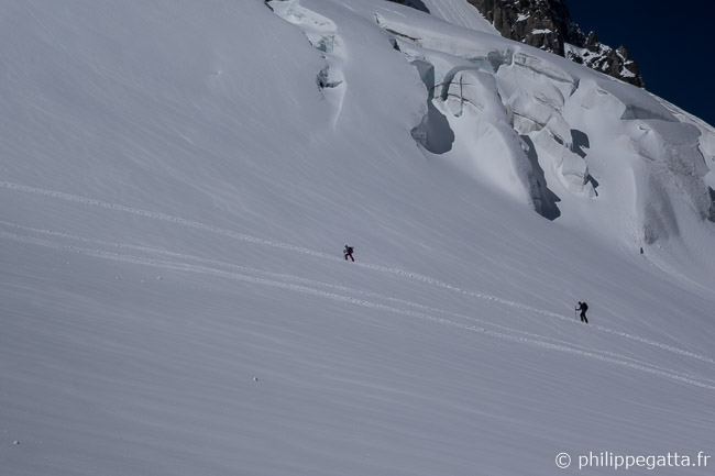 Skiers close to Les Courtes (© P. Gatta)