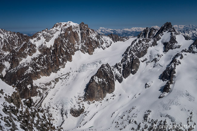 Aiguille Argentiere and its Y Couloir, the Tour Noir seen from Les Courtes (© P. Gatta)