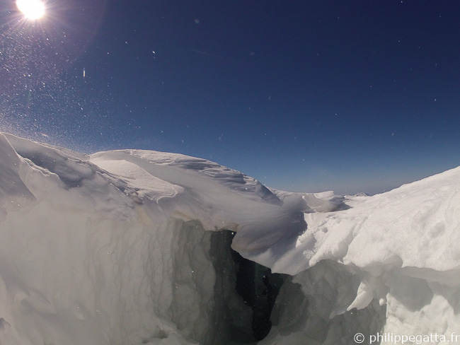 Crevasses below Dome du Gouter (© P. Gatta)