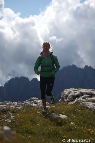 Anna during the trail running shoot (© Philippe. Gatta)