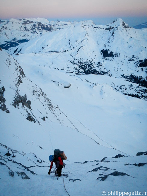 Alex in the first part of the North Face of Eiger (© Philippe Gatta)