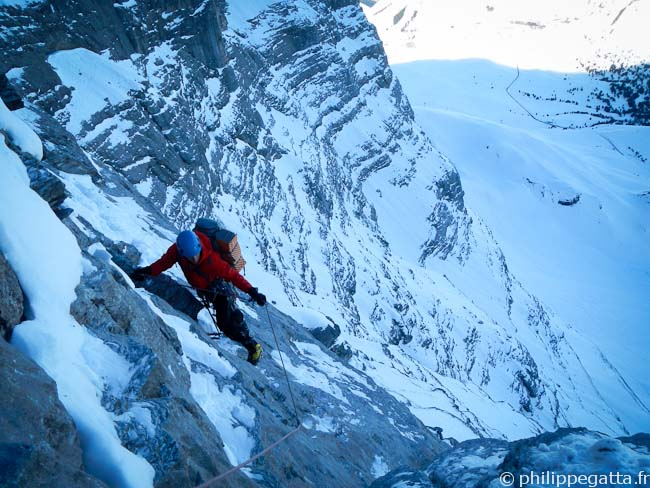Alex in the slab of Eiger North Face (© Philippe Gatta)