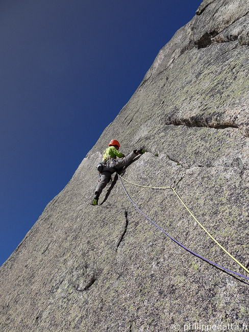 Second 6a+ pitch of Guy-Anne, l'insolite (© A. Gatta)
