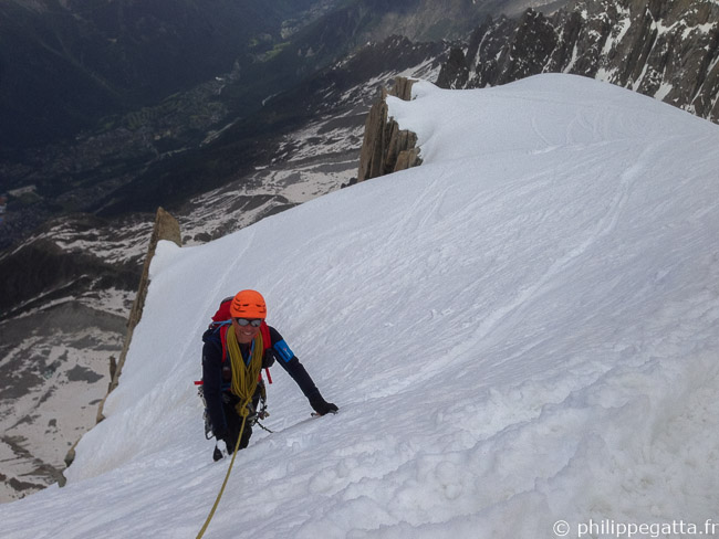 Philippe at the end of Frendo Spur, Aiguille du Midi, Chamonix behind (© A. Chabot)