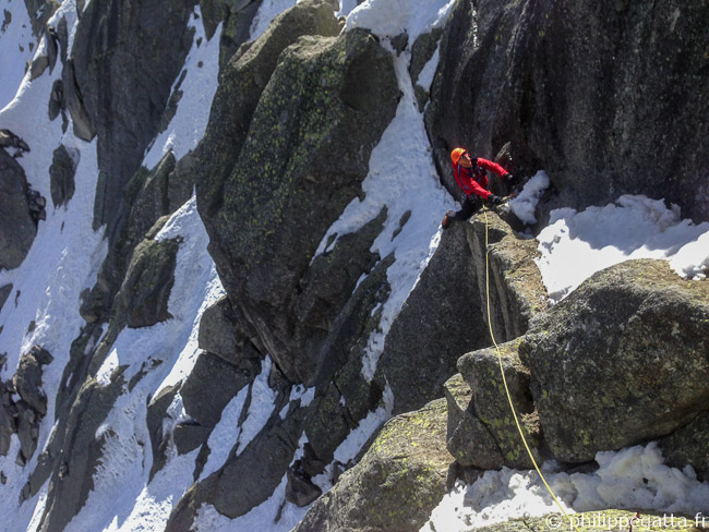 Philippe in beginning of Frendo Spur, Aiguille du Midi (© A. Chabot)