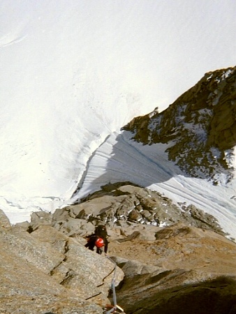 View over the rimaye and Aiguilettes couloir (� P. Gatta)