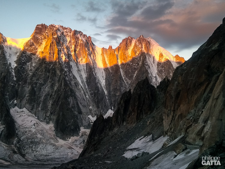 Sunrise on Droites and Aiguille Verte (© P. Gatta)