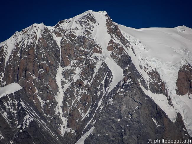 The ridge from the top of Grand Pilier d'Angle to Mont Blanc de Courmayeur (� P. Gatta)