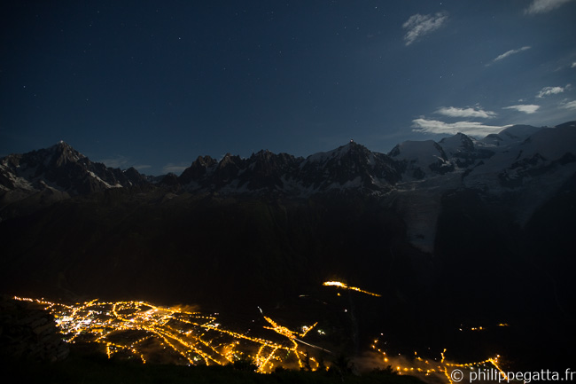 Full moon on Mont Blanc and the lights of Chamonix (� P. Gatta)