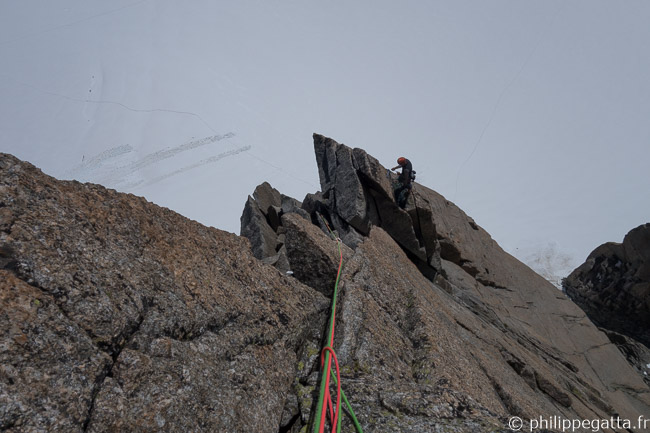 Climbers on the last pitch of Contamine (© P. Gatta)