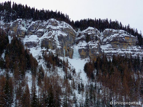 Left ice fall (Cascade) of Gialorgues (© P. Gatta)