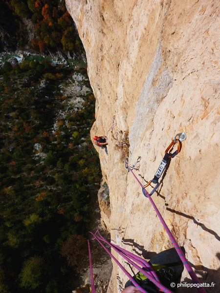 Anna in the 4th pitch of Masotherapie pour tendons maniaques (© P. Gatta)
