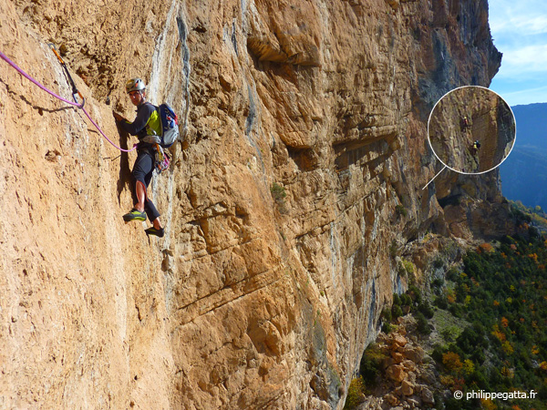 Philippe in Masotherapie, 2 climbers behind (� P. Gatta)