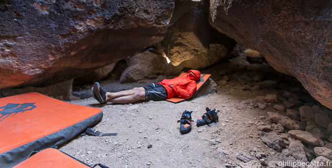 Taking a break in the Ice Cave, Sad Boulders (© A. Gatta)