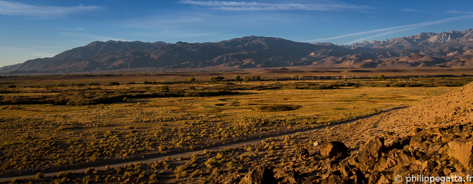 Looking toward Bishop with the Sierra Nevada in the background (© A. Gatta)