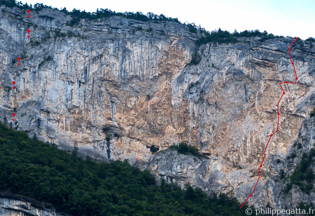 La Maladiere, Noli Me Tangere in red (right), Tropiques rappels (left) (© P. Gatta)