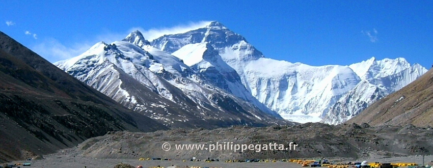 Mount Everest from the Base Camp (� P. Gatta)