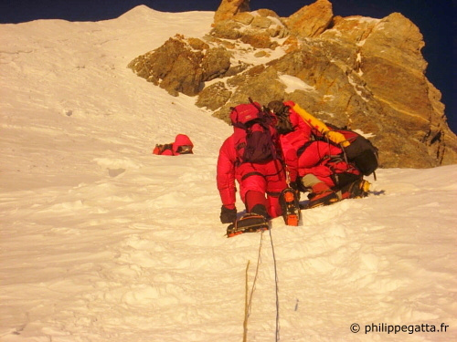 on Everest at 8770m (� P. Gatta)