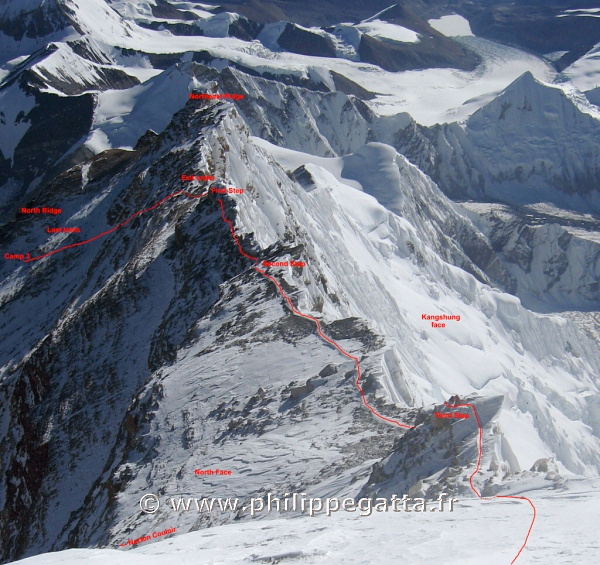 Everest Route. The route above camp 3. Picture taken from 8770m on the way down from the Everest summit (� P. Gatta)