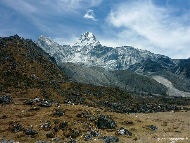 Trekking to the Ama Dablam base camp (Photo � P. Gatta)