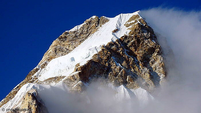 Wind and clouds on the upper part of Ama Dablam (Photo © P. Gatta)