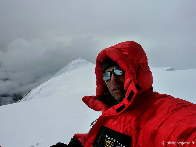 Philippe on the summit of Ama Dablam (Photo � P. Gatta)