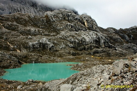Lake at Carstensz's base camp (� P. Gatta)