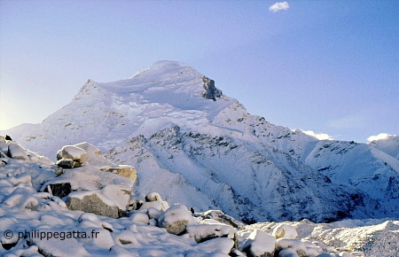 Cho Oyu seen from the base camp (� P. Gatta)