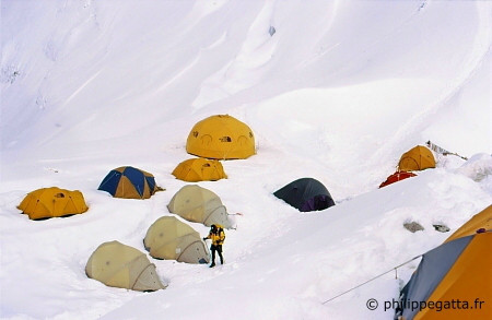 Camp 1 of Cho Oyu (� P. Gatta)